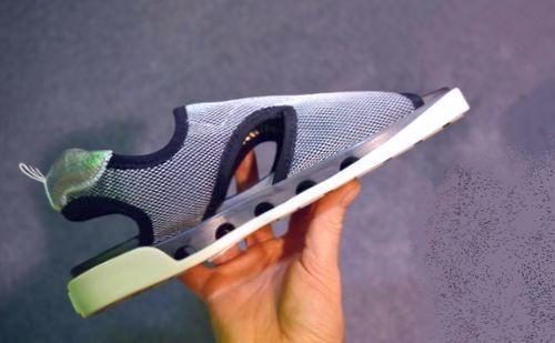 Технологии будущего на MWC 2018 представили графеновые сандалии