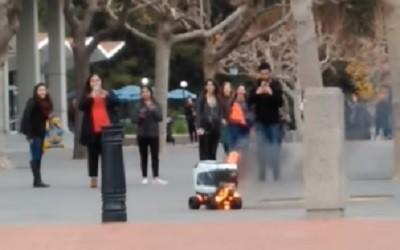 возгорание робота, робот по доставке еды,