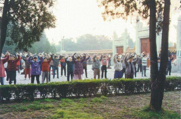 выполнение упражнений, Фалуньгун в Китае